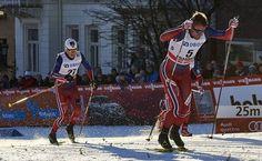 Petter Northug (oik.) hiihti Johannes Hösflot Kläbon edellä Drammenin sprintissä 2016. Järjestys oli sama myös tiistain mäkijuoksussa. Kuva: Felgenhauer/NordicFocus