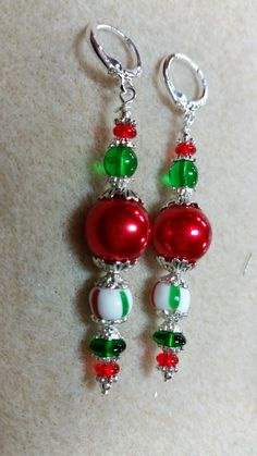 would be cute as Christmas tree ornament - Christmas Jewelry Beaded Christmas Ornaments, Christmas Earrings, Christmas Crafts, Christmas Tree, Homemade Jewelry, Bijoux Diy, Beading Projects, Christmas Jewelry, Beads And Wire