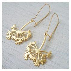 Pendientes bañados en oro o plata con forma de diente de león