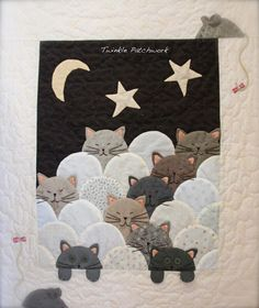The rat and the cats. Bargello Quilts, Patchwork Quilting, Mini Quilts, Boy Quilts, Small Quilts, Quilt Baby, Clamshell Quilt, Cat Quilt Patterns, Cat Applique