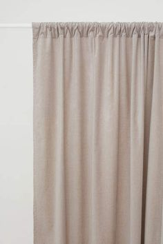 gardinlängd i sammet - Ljus mullvad - Home All Fall Home Decor, Autumn Home, Apartment Must Haves, Classic Curtains, Curtain Length, H&m Home, Panel Curtains, Curtain Panels, Velvet Curtains