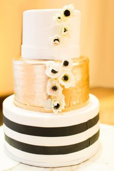Glam black, white + gold cake: http://www.stylemepretty.com/arizona-weddings/scottsdale/2016/05/19/this-baseball-player-groom-and-his-bride-hit-a-home-run-with-their-gilded-wedding/ | Photography: Elyse Hall - http://elysehall.com/