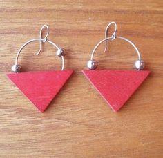 Aarikka Finland - Vintage Earrings in Brown Wood and Silver Tone Metal Red Wood, Brown Wood, Vintage Earrings, Finland, Triangle, Drop Earrings, Metal, Silver, Jewelry