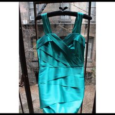 🍾FINAL SALE🍾Armani Exchange mini dress Size: 0 This listing is for an authentic Armani Exchange mini dress. Size is 0, color is a dark shade of electric green. Perfect for paryting! If you're between a 0 and 2, you could easily fit into it perfectly. It's new, never once worn but the tags came off. I'm listing the same exact dress in black also, which comes with tags and authenticity cards on. Both are guaranteed for authenticity. Priced to sell! Let me know if you want more info or…