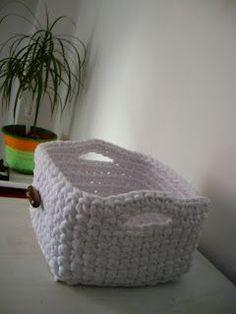 TRAPILLO PORTUGUÉS: Cesto organizador cuadrado. Crochet Octopus, Crochet Cactus, Crochet Yarn, Crochet Stitches, Crochet Home, Love Crochet, Crochet Designs, Crochet Patterns, Cotton Cord