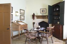 See what life was like for the wealthy and their servants in eighteenth-century Bath, in this furnished townhouse at the Royal Crescent. Visit Bath, Georgian Interiors, Urban Architecture, Luxury Accommodation, Historic Homes, Room Set, Townhouse, Corner Desk, Interior Design