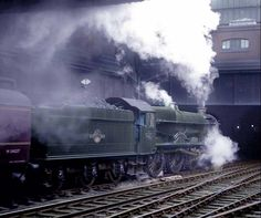 6021 King Richard II Diesel Locomotive, Steam Locomotive, Buses And Trains, Steam Railway, Train Pictures, British Rail, Great Western, Funny Video Memes, Hill Station