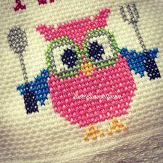 Otomatik alternatif metin yok. Cross Stitch Embroidery, Diy And Crafts, Fictional Characters, Cross Stitch Owl, Embroidery Stitches, Napkins, Crochet Carpet, Owls, Towels