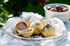 Nejjednodušší (a nejlepší) ovocné knedlíky   Apetitonline.cz Czech Recipes, Ethnic Recipes, Camembert Cheese, Sushi, Dairy, Menu, Eggs, Breakfast, Czech Food