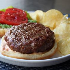 Des boulettes à hamburgers qui goûtent le délicieux pain de viande. À servir comme telles ou dans des pains hamburgers, garnis de vos condiments habituels.