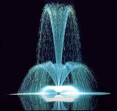 """Начался 10 Лунный день. Символ дня - Фонтан. Этот день энергетически заряжен. Недаром символом дня является фонтан, олицетворяющий источник жизни. После предыдущего сложного дня, сегодня вы обретете чувство воодушевления, оптимизма, почувствуете прилив жизненных сил. Может сложиться ощущение, что вы готовы """"свернуть горы"""". Луна все еще будет сегодня в знаке Льва. Поэтому устройте себе и своим близким праздник - веселитесь, развлекайтесь! Наслаждайтесь жизнью в полной мере!  Внешность: пока…"""