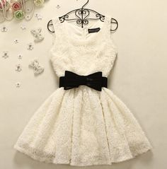 Slim Lace Bow Dress
