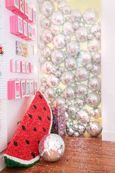 How fun is this DIY disco ball wall as a photo booth backdrop for your New Year's Eve party or just as everyday home decor? Nye Party, Party Time, Disco Party Decorations, Styrofoam Crafts, Mirror Ball, Photo Booth Backdrop, Pastel, Disco Ball, My New Room