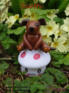 Veilleuse Petit Chien-Scotti, petit chien malin- figurine chien fimo sur veilleuse champignon @Sylfaes : Luminaires par sylfaes