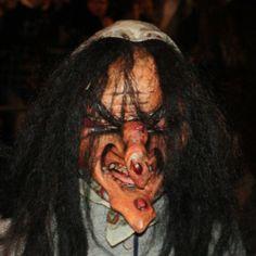 Auch Hexen gehören zum Krampuslauf ...  ... #krampusse #salzburg #krampus