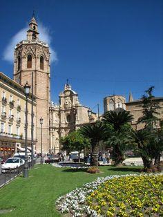 Plaza de la Reina  Book your accommodation: booking@hivalencia.com