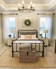 Beautiful urban farmhouse master bedroom remodel (43) #urban_farmhouse_decor