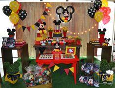 Aluguel decoração Mickey Rústico Valor somente da decoração, não está incluso balões, personalizados e doces personalizados. ATENDEMOS TODA REGIÃO DO ABCD, SÃO PAULO E GRANDE SÃO PAULO. CONSULTE O VALOR DO FRETE!
