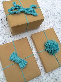 Crochet Embellished Gift Wrap - Tutorial ❥ 4U hilariafina  http://www.pinterest.com/hilariafina/