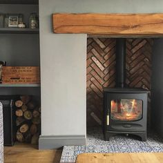 It's proper cold and the fire is on . not gona lie it's always bloody on, i almost Love it as much as I love my kids 👍🏻 in other none fire related n. Wood Burner Fireplace, Build A Fireplace, Fireplace Bookshelves, Fireplace Remodel, Fireplace Design, Log Burner Living Room, Home Living Room, Living Room Designs, Living Room Decor