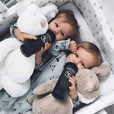 Best Bottles For Your Colicky Baby - Erziehung Cute Baby Twins, Twin Baby Girls, Cute Little Baby, Baby Kind, Twin Babies, Little Babies, Baby Love, Baby Baby, Best Baby Bottles