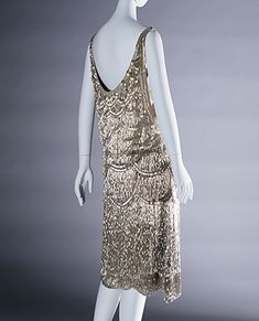 Worth, Evening Dress c.1927 Collection of the Kyoto Costume Institute, photo by Taishi Hirokawa