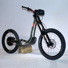 For children aged to Lightweight, safe and ergonomic, an effective scooter on any type of terrain. Best Electric Scooter, Electric Skateboard, Electric Bicycle, Electric Vehicle, Scooter Custom, Custom Bikes, Dirt Scooter, E Mobility, Drift Trike