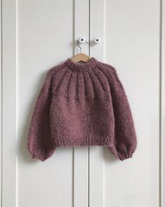 Anna's Summer Cardigan Sunday Sweater Junior Sweater Knitting Patterns, Knitting Designs, Knit Patterns, Knitting Stitches, Knitting For Kids, Baby Knitting, Baby Pullover, Mohair Sweater, Cardigan Pattern