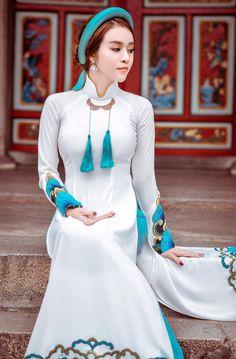 Áo Dài Việt Nam Vietnamese Traditional Dress, Vietnamese Dress, Traditional Dresses, Ao Dai, Indian Designer Outfits, Designer Dresses, Asian Woman, Asian Girl, Moda China