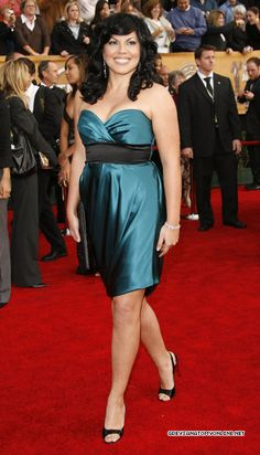Callie Torres a.a Sara Ramirez a woman with curves so gorgeous ! Calliope Torres, Greys Anatomy Characters, Strapless Dress Formal, Formal Dresses, Real Style, Powerful Women, Red Carpet, Arizona Robbins, Beautiful Women