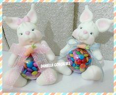 Nesse vídeo ensino a confecção de um coelho na bola acrílica pra você vender ou presentear a criançada! Espero que gostem! Se increva em nosso canal curta e ...