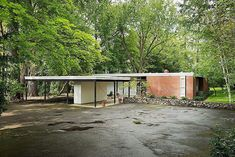 Architecture Discover On the market: Bruce Walker-designed midcentury modern Ferris House in Spokane Washington state USA - WowHaus Houses Architecture, Interior Architecture, Residential Architecture, Landscape Architecture, Mid Century Modern Design, Modern House Design, Modern Exterior, Exterior Design, Modern Roofing