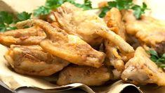 Come si fanno i carciofi fritti dorati - DeAbyDay.tv Chicken Wings, Meat, Food, Tv, Italy, Essen, Television Set, Meals, Yemek