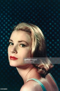 Le glamour de Grace Kelly en 50 photos d'exception - Page 3 Hollywood Stars, Classic Hollywood, Old Hollywood, Vanity Fair, Princess Grace Kelly, Glamour, Portraits, American Idol, Celebrity Couples
