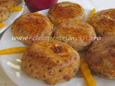 Biscuiti Aperitiv cu Branza si Mere Cheddar, Muffin, Breakfast, Food, Sweet Treats, Morning Coffee, Muffins, Meal, Cheddar Cheese
