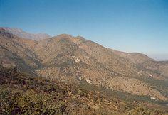 2012-08-19 c/nieve, 2012-06-10: 1871mt. El cerro Alto de las Vizcachas se ubica al oeste del cerro Provincia, entre San Carlos de Apoquindo, por el norte, y la quebrada San Ramón, por el sur. De fácil acceso y ascensión, es una excelente alternativa para ascensiones de media jornada (inclusive para niños) y su cumbre tiene una privilegiada vista al valle de Santiago y a los cerros Provincia y La Cruz. (1/2 day)