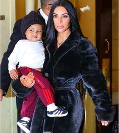 Welcome to Oghenemaga Otewu's Blog: Checkout the face Saint West made as paparazzi too...