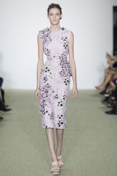 "VOGUE fashion | trends | デザイナー別 ""花言葉付きフラワー図鑑""。 | GIAMBATTISTA VALLI"