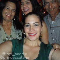 Día 13. Gente (Day 13. People): Mi familia son mis personas favoritas en el mundo. (My family are my favorite people in the world.) #FMSPAD #FMSPhotoADayJan #FMSPhotoADay #FMS_people