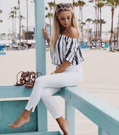 Mirror Santa Monica's chic beach vibe with wardrobe staples like light-colored bottoms for a spring/summer-friendly look. Best Picture For Beach Outfit vacation For Your Taste Yo Santa Monica, Monica Monica, Short Outfits, Summer Outfits, Summer Clothes, Summer Pants, Summer Ootd, Beach Clothes, Vacation Outfits