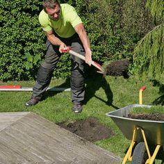 Slik lager du en blomstrende gjerde - viivilla.no Wrought Iron Fences, Garden Tools, Garden Ideas, Backyard Landscaping, Landscape, Gardening, Home Decor, Gardens, Garden Landscaping
