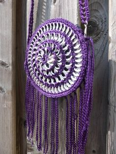 Poptab purse called the Dreamcatcher. Made by Carola Pop Tab Purse, Pop Can Tabs, Can Tab Crafts, Soda Tabs, Pop Cans, Recycled Fashion, Crochet Purses, Recycled Art, Crochet Patterns