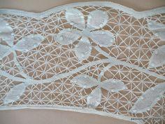 Articles vendus > Monogrammes, dentelles ... > LINGE ANCIEN/ Merveilleux encadrement en dentelle du Puy faite main pour la réalisation d' une nappe ou autre - Linge ancien - Passion-de-Blanc - Textiles anciens