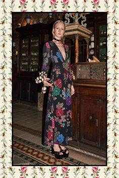 Fashion Week Milan Pre-Fall 2017 look 24 from the Gucci collection womenswear Gucci Fashion, Fashion 2017, Love Fashion, Runway Fashion, High Fashion, Fashion Show, Autumn Fashion, Fashion Design, Gucci Pre Fall 2017