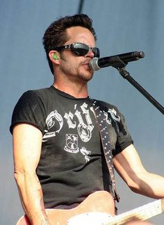 Gary Allan performs at Big State Festival in College Station, Texas, on Oct. 14, 2007.