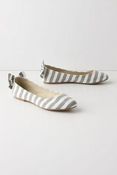 Tee-Shirt Skimmers: bowtie shoes from anthropologie - Love these!