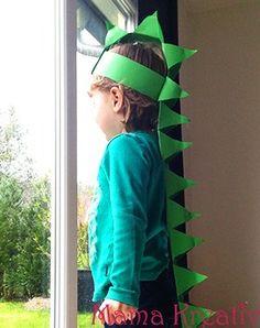 Simply make the dino costume yourself - Mama Kreativ Simply make DIY dino costume for children yourself Diy Dinosaur Costume, Dinosaur Mask, Dinosaur Crafts, Dinosaur Party, Dinosaur Birthday, Birthday Diy, Birthday Board, Crafts For Teens, Diy For Kids