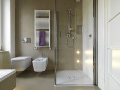 talks you through how to choose the best bathroom suite for you - toilet, sink and bath or shower - including bathroom pricing information, bathroom planning tips and insight from bathroom owners on what to avoid. Bathroom Cost, Small Bathroom, Sofa Design, Baño Color Beige, Floor Colors, Glass Shower, Walk In Shower, Amazing Bathrooms, Corner Bathtub