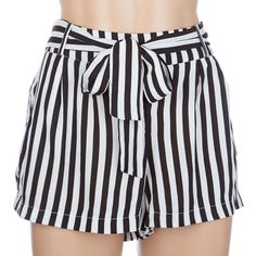 Front pleats add voluminous dimension to our striped wide-leg pant with a self-tie sash and side seam pockets. Corte Y Color, Diy Fashion, Womens Fashion, Soft Shorts, Wide Leg Pants, Short Dresses, Tie, Black And White, How To Wear