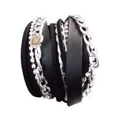 <br />Wrap em cabedal, camurça, corrente de metal e strass.<br /><br />Wrap bracelet - Leather, suede, metal chain and strasschain<br /><br /><strong>IVAIncluídonopreçoàtaxalegal em vigor</strong><br /><br /><strong>Tax Included in the price</strong>